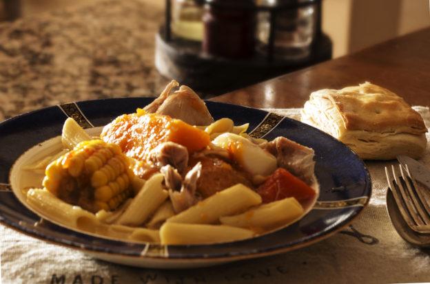 Ensopado de pollo, fideos y verduras