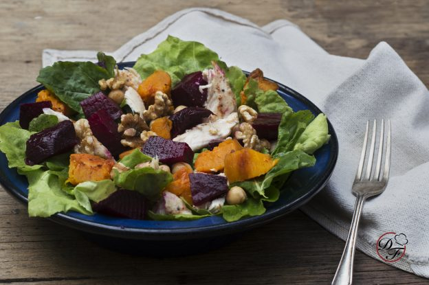 ensalada tibia con pollo y vegetales asados